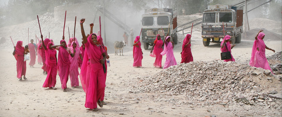 Gulabi gang  color grade / VFX / Design / poster design / mastering   Feature documentary   director: Nishta jain Piraya film / 2012