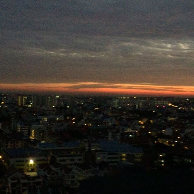 Early morning in the East 😍 #singapore #sunrise #happydays