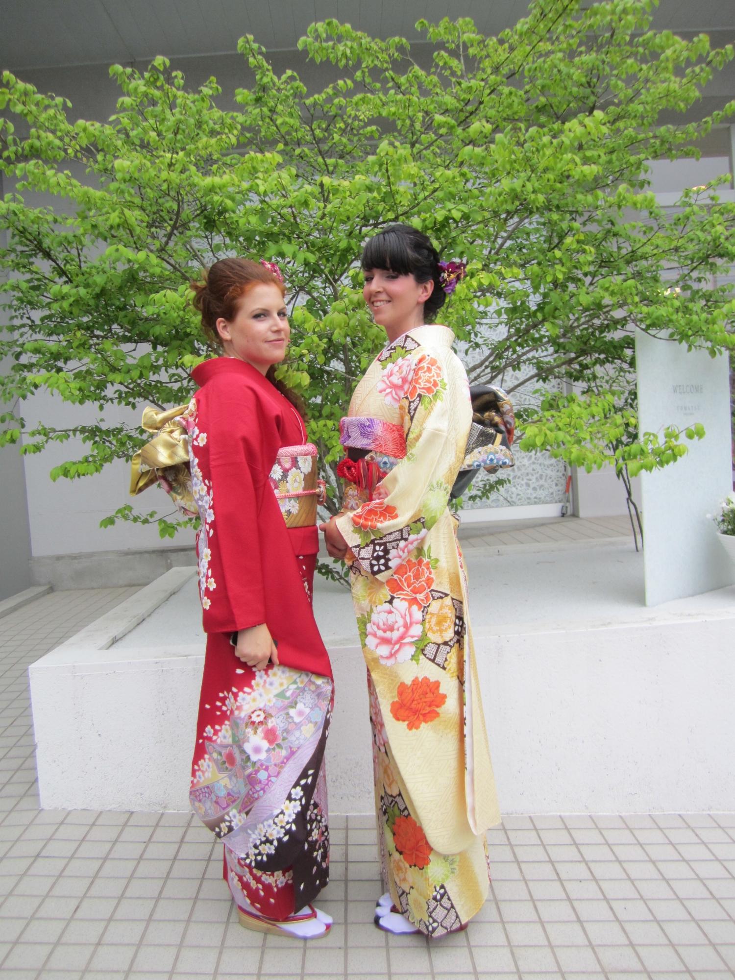 Francesca and Giulia visited Niigata City and wore Kimono @ Tomatsu Bridal Fashion, June 2015