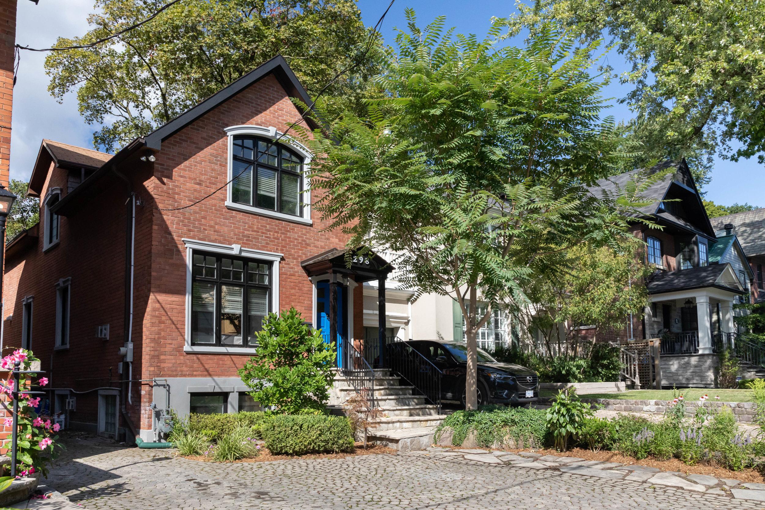 Be at home.In Rosedale. - 298 Glen Road$1,695,000