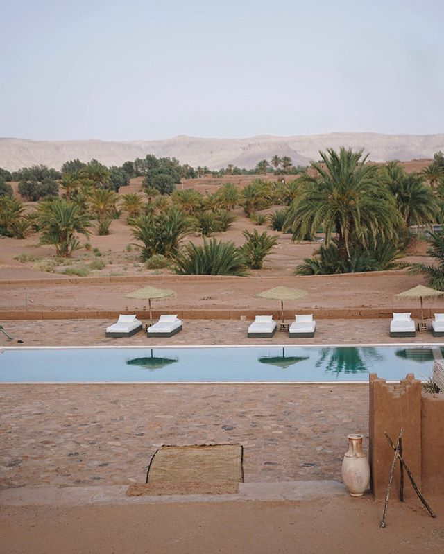 On the edge of the Moroccan Sahara lies this gorgeous Kasbah, converted to a boutique hotel. Surrounded by date trees and golden dunes, @aitisfoul offers the perfect desert experience in comfort. Read more about this unique property on our website, link in bio.  #morocco #designhotel #boutiquehotel #hotel #sahara #desert #uniquehotels #pool #zagora #experience #nature #draavalley #hotels