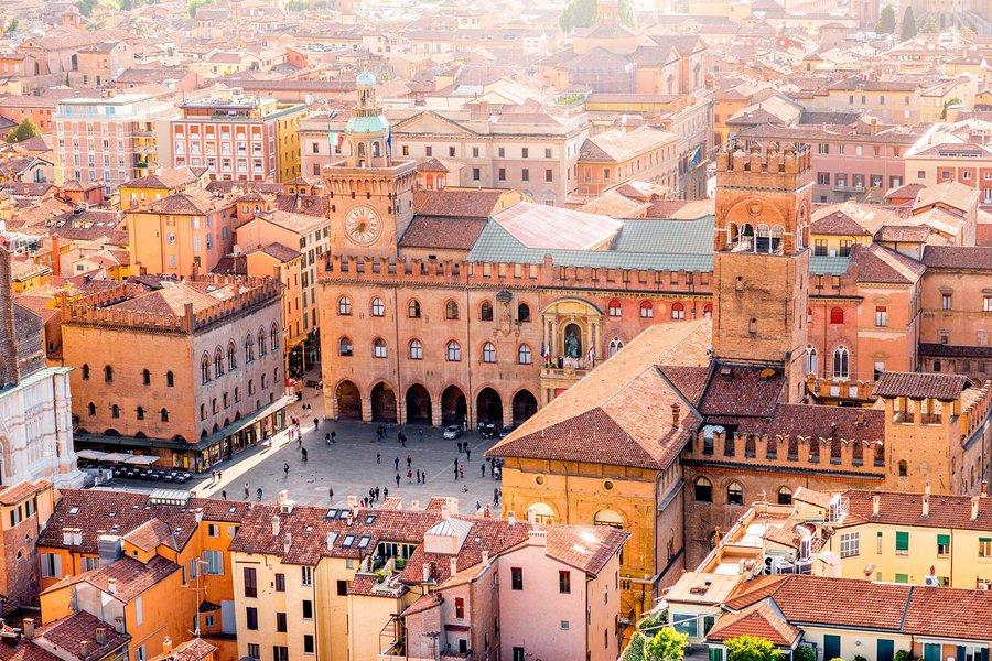 maggiore-piazza-square-bologna-italy-BOLOGNATRAVEL0618.jpg