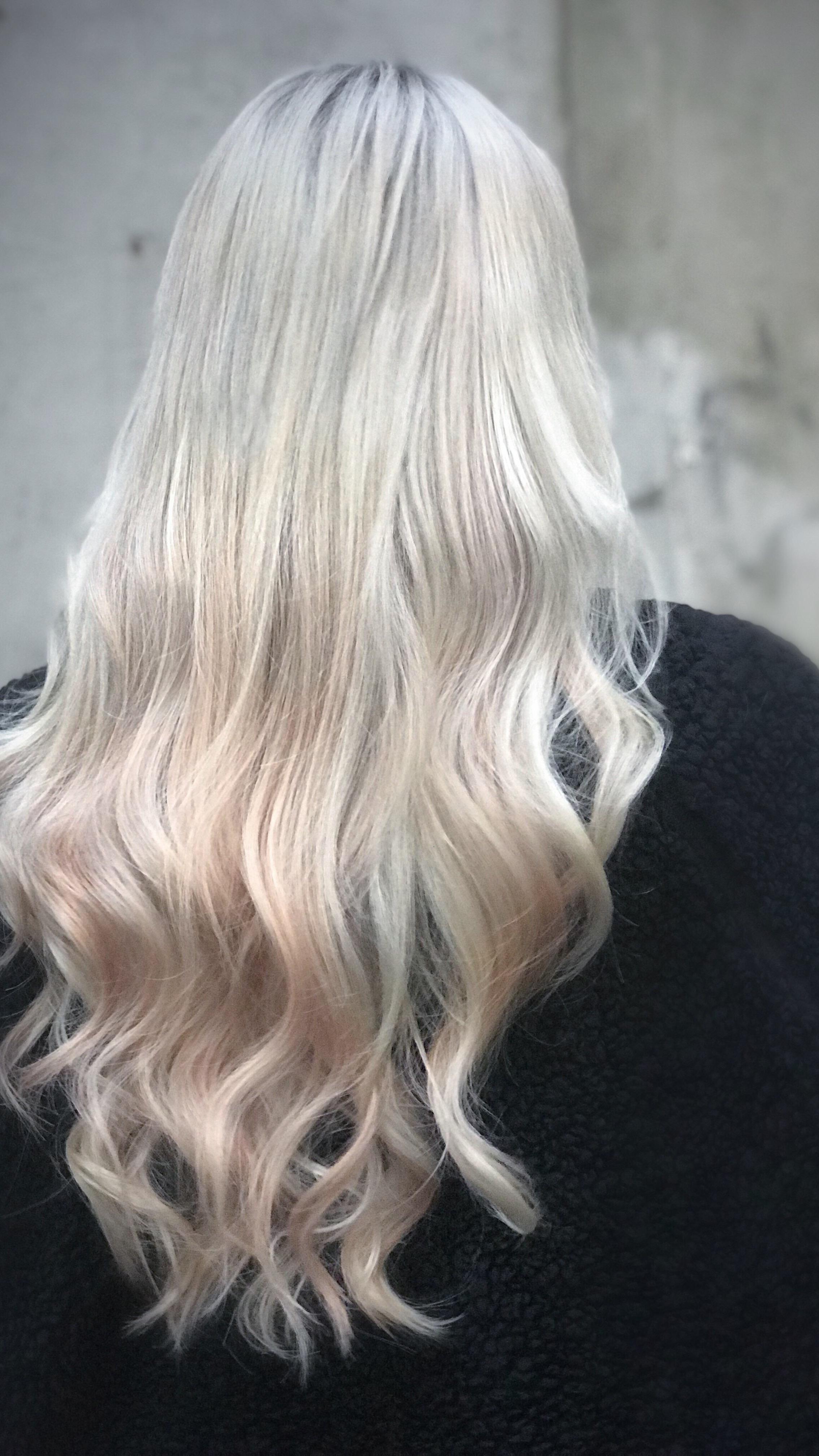 Foilage look laget av Mood Hair Extensions med silver, roseblond og ultrablond