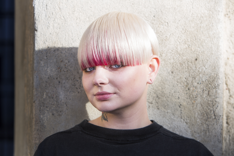 White hair med hidden shadow,