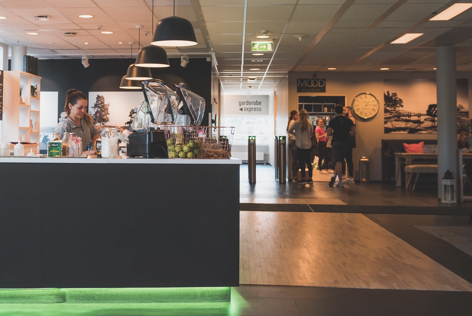 Felles inngang og lounge-område med Asker Treningsenter. Samt inngangen til Mood Studio Asker, mars 2017.