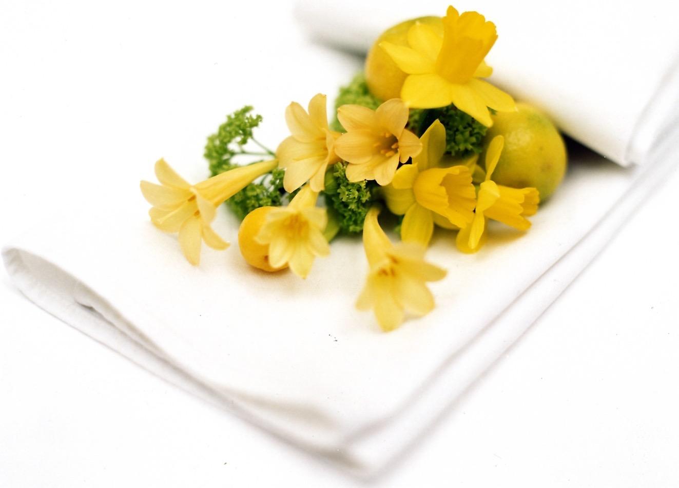 Spring yellow napkin dressing.jpg