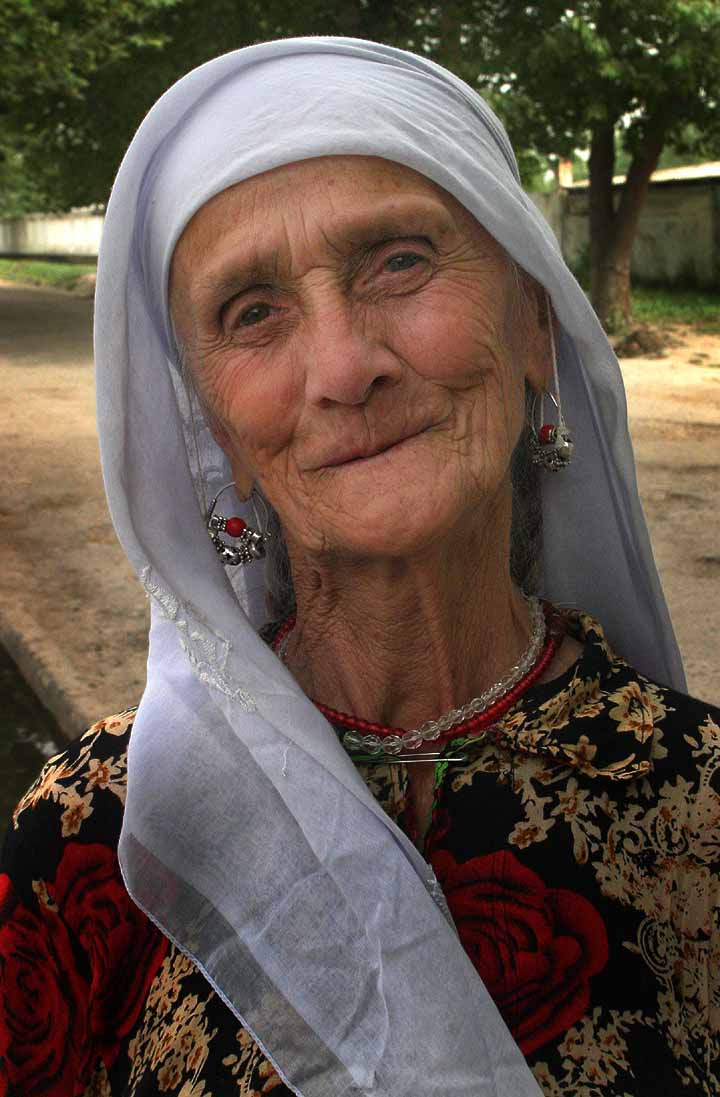 An old smiling woman from Tajikistan in 2007, Steve Evans | Wikimedia Commons, Public Domain