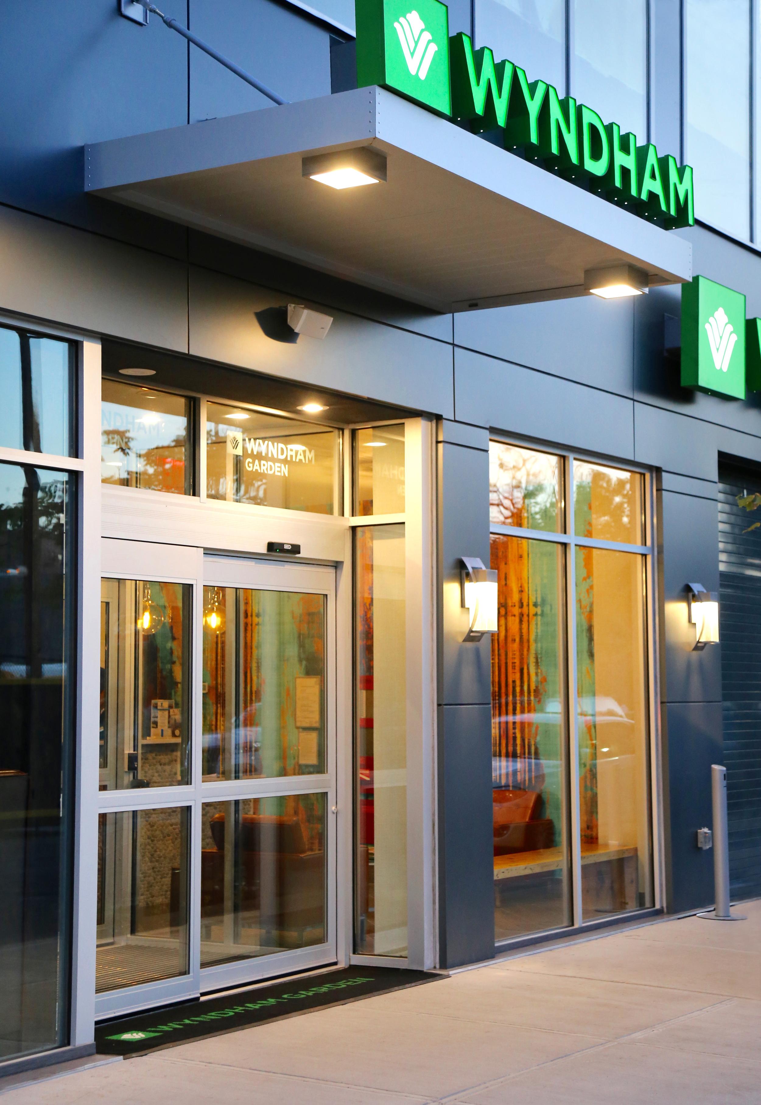 Wyndham Garden LaGuardia South Entrance