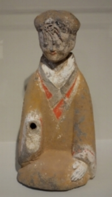 Daderot,  Tomb Figure during Western Han Dynasty (12 May 2013)., Creative Commons. Alt Text: Ceramic figure of a women kneeling.