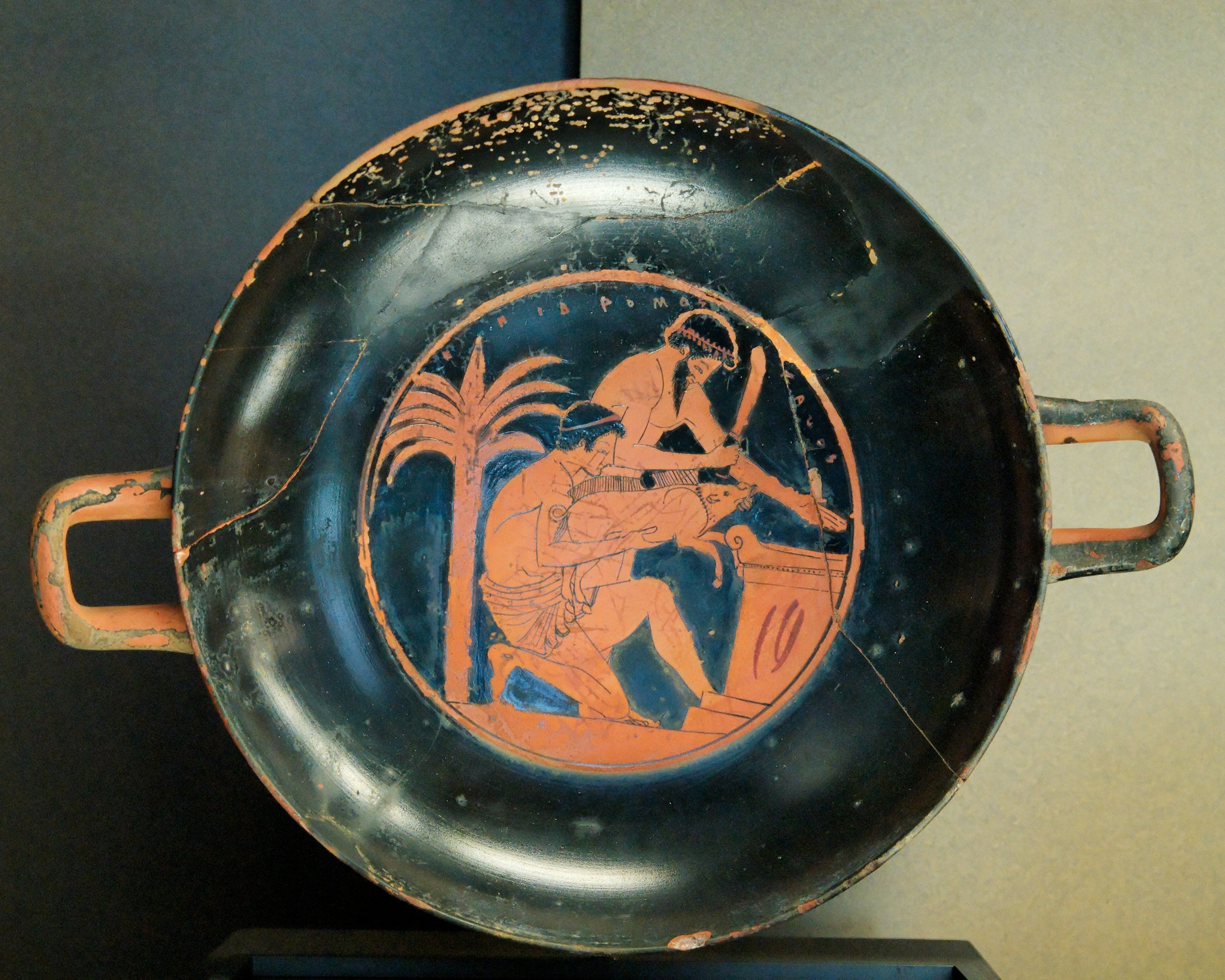 Epidromos Painter, Photographer: Jastrow,  Kylix sacrifice boar Louvre G112 , 7 June 2008, CC BY 2.5  Sacrifice of a young boar. Tondo (art) from an Attic red-figure cup, ca. 510 BC–500 BC.   Food for thought: the fact that these rituals were painted or engraved on vases/cups shows the importance of sacrificial practices to the ancient Greeks.