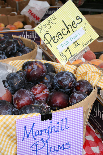 farmer market plums