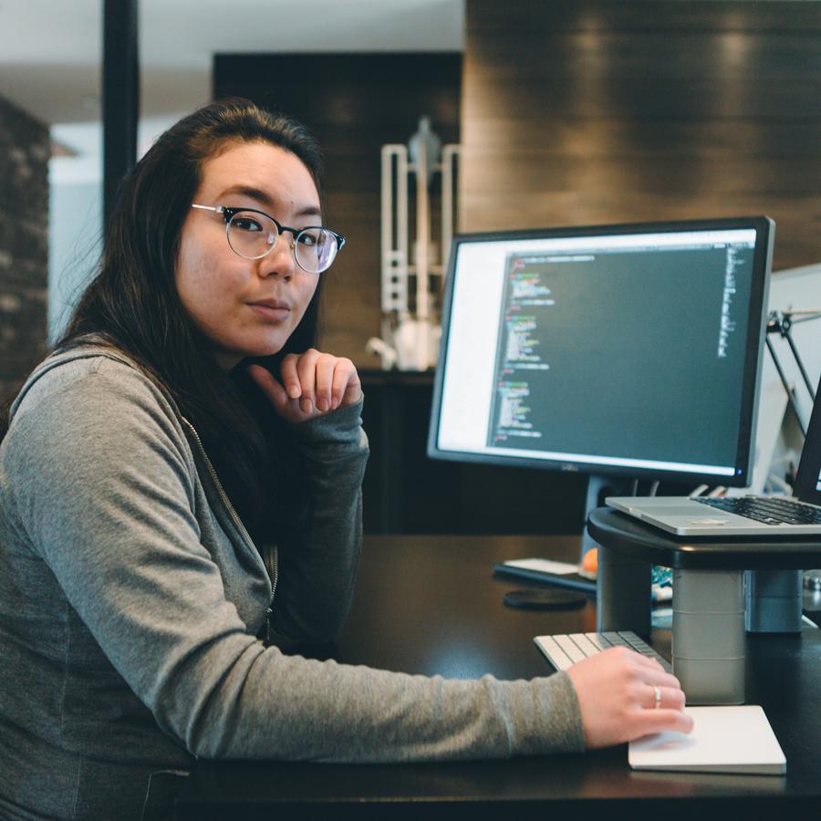 Jessica-Desk-Web.jpg