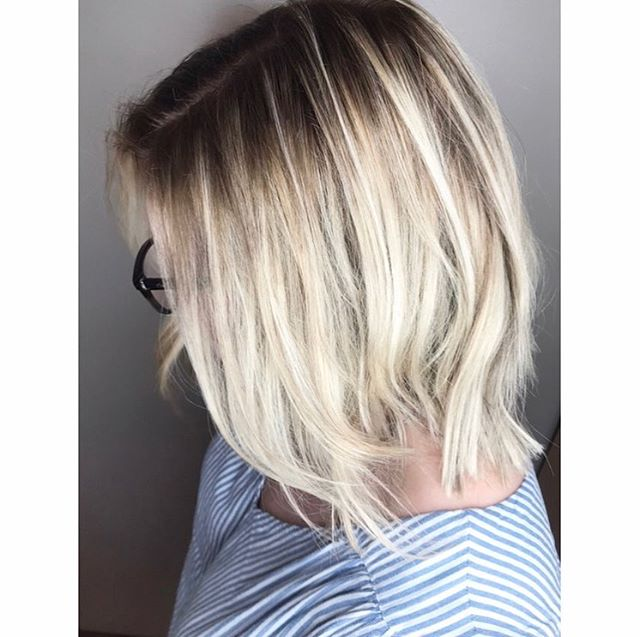You can still be 💁🏼‍♀️ blonde and have a low maintenance color. The shadow roots technique is perfect to blend your natural color and blonde locks ✨