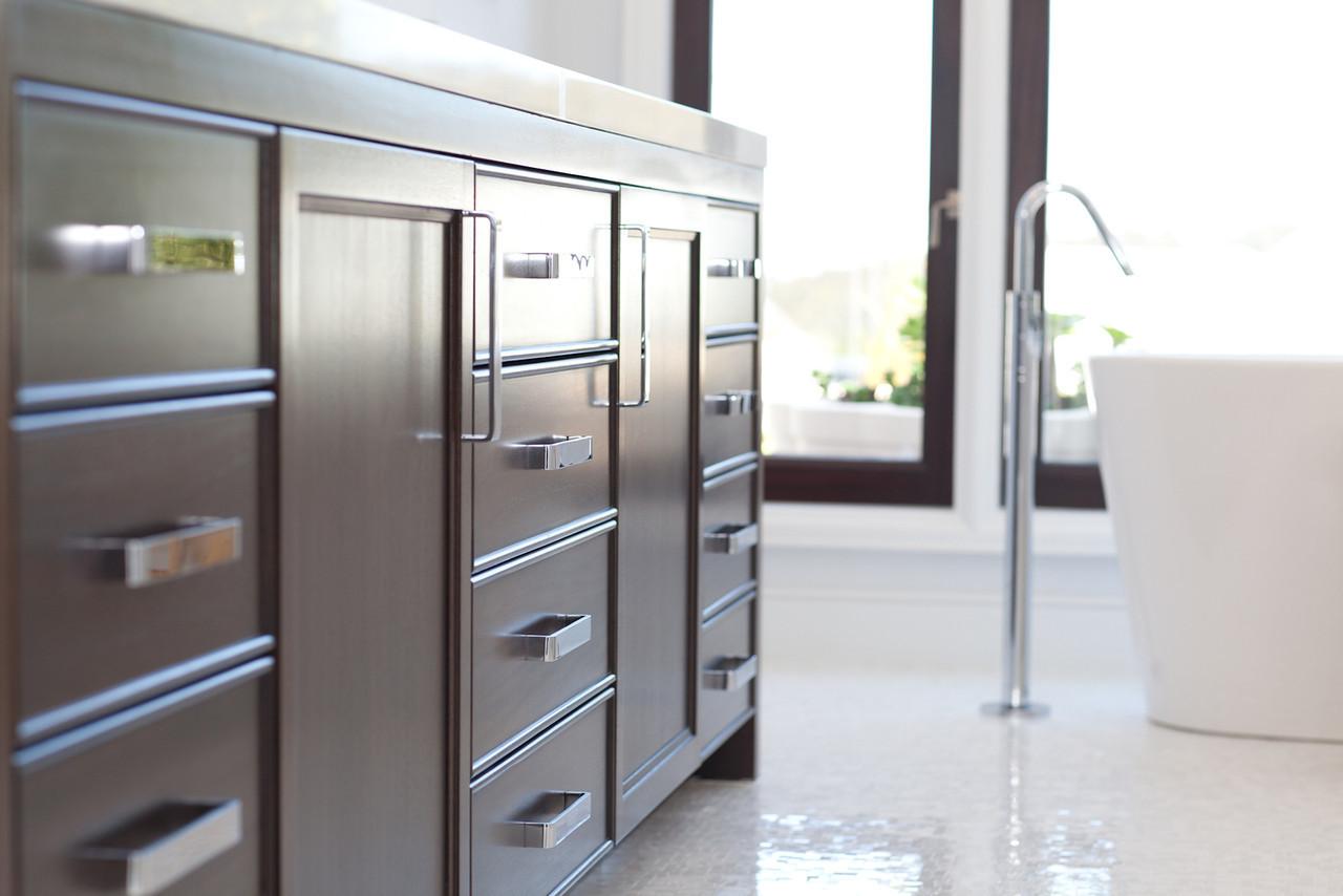 bathroom, vanity, bathroom hardware, drawer pulls, polished chrome faucet, tub