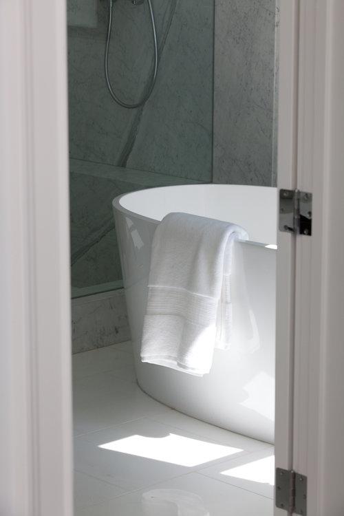 raised bath, modern tub, clean, white