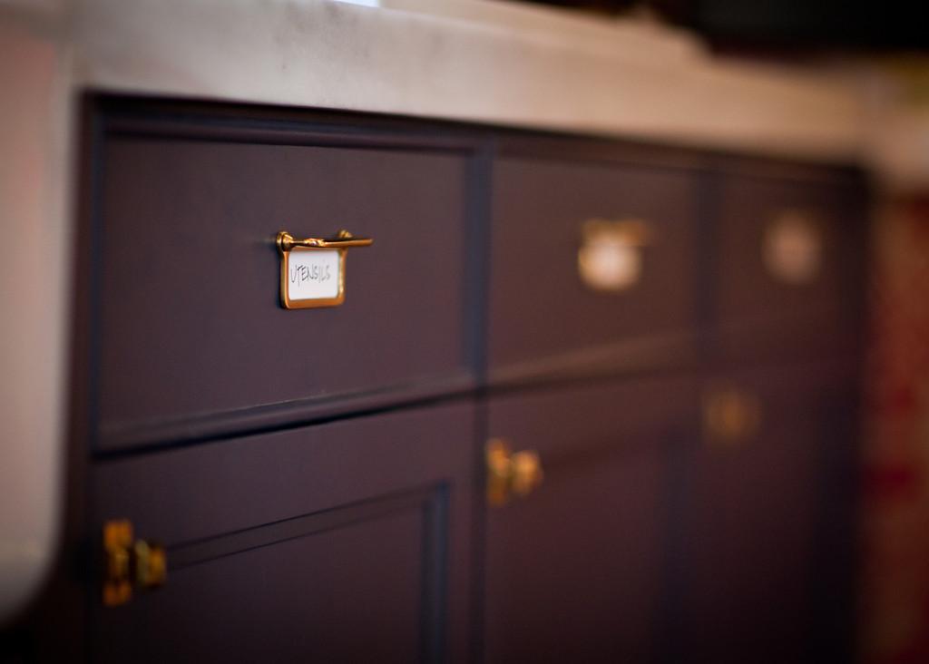 bejamin moore, kitchen, cabinets, marble, countertop, antique brass, bronze, brass, pulls, knobs, hardware