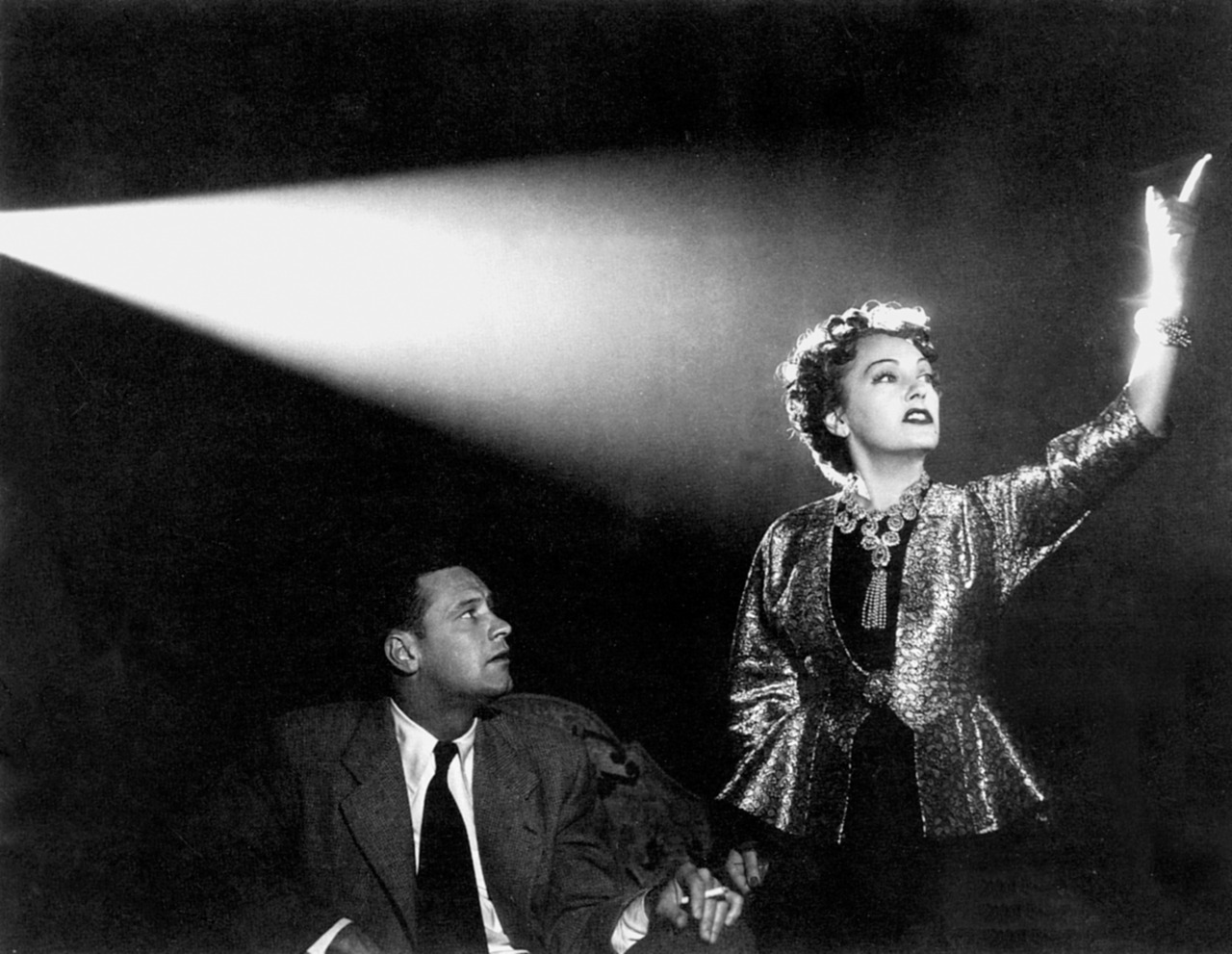 sunset-boulevard-1950-wallpapers-2.jpg