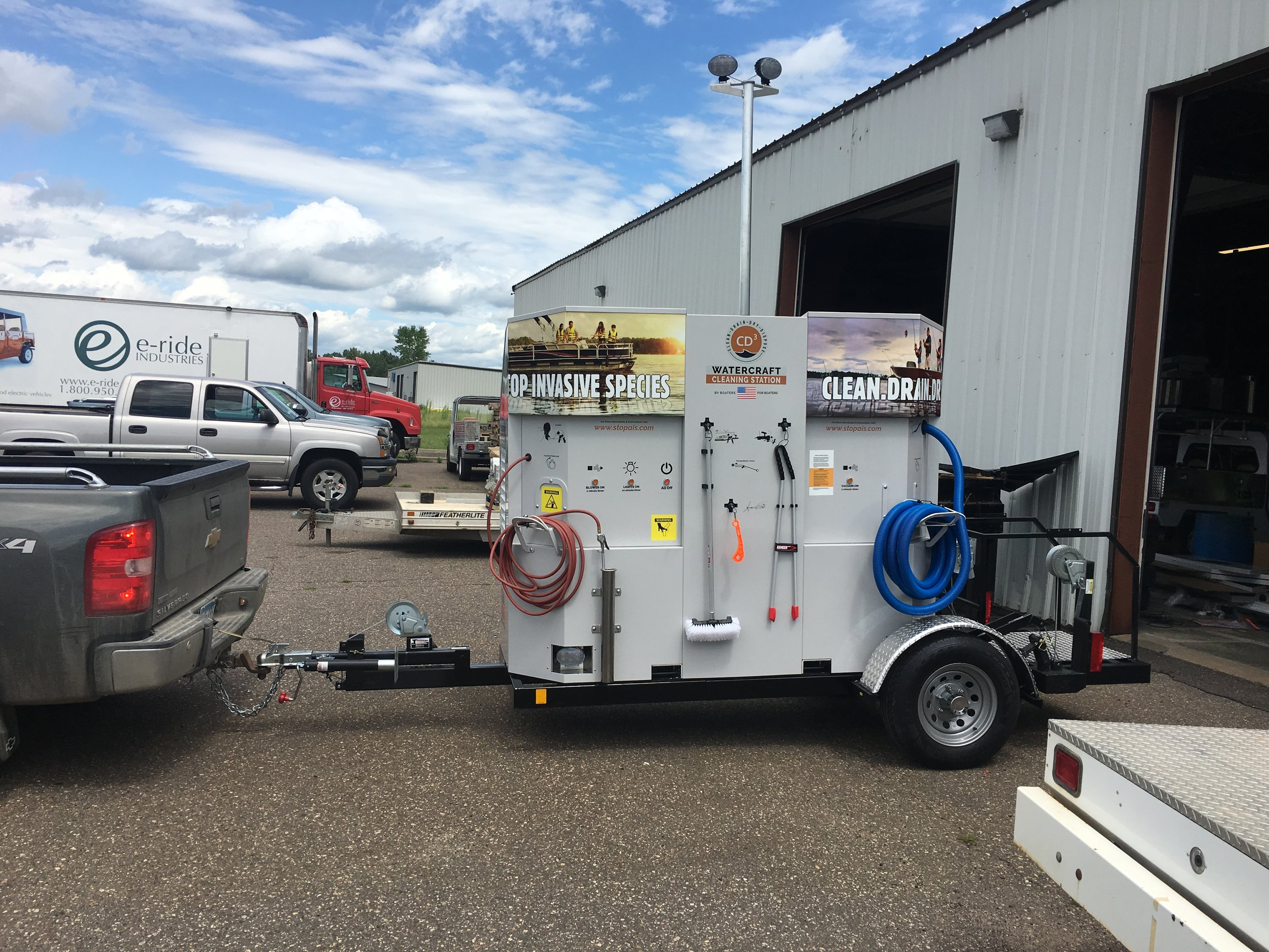 Introducing CD3's new trailered station. Our battery powered CD3 Wayside Unit can now be installed on a trailer. Drop 'em off, clean 'em up, pick 'em up, charge 'em up...CD3. Contact us  here  if you'd like to learn more.