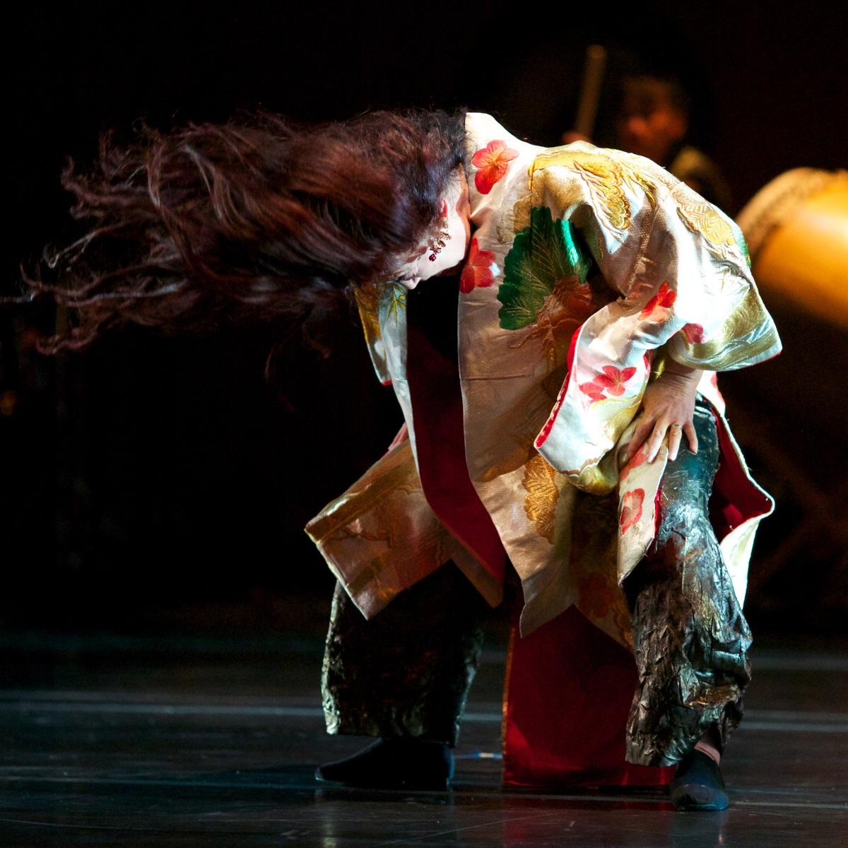 Brenda-Wong-Aoki_Mark-Izu_MU_performance-26_1200.jpg