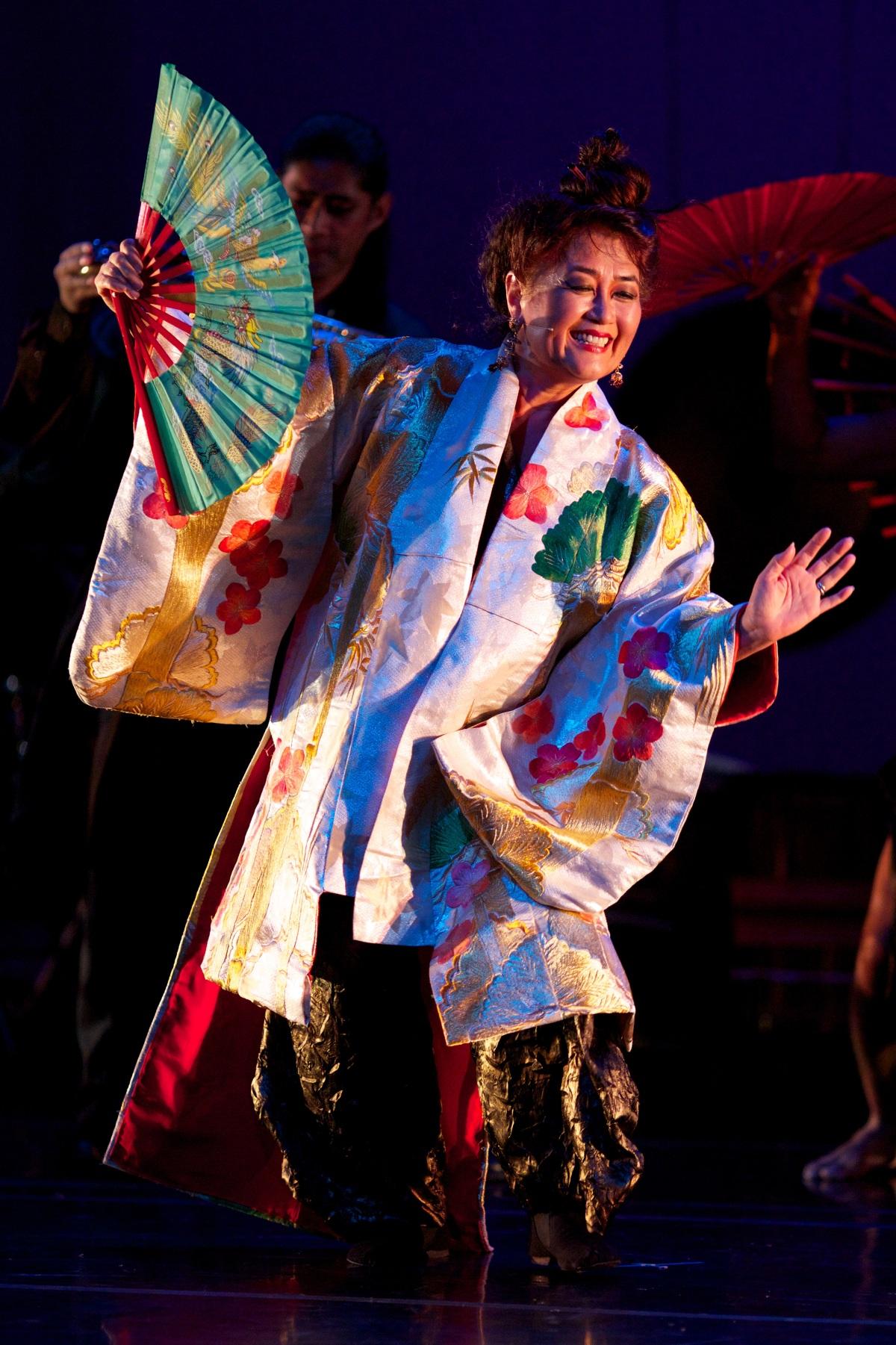 Brenda-Wong-Aoki_Mark-Izu_MU_performance-08_1200.jpg