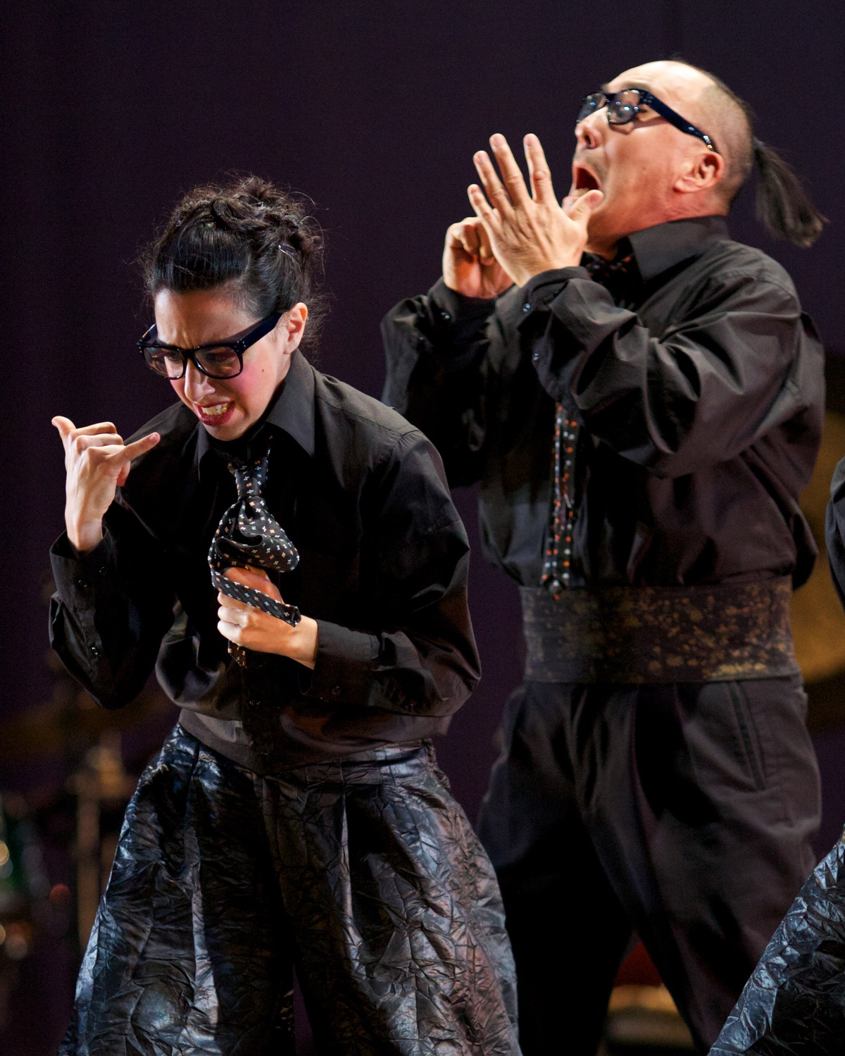 Brenda-Wong-Aoki_Mark-Izu_MU_performance-03_1200.jpg