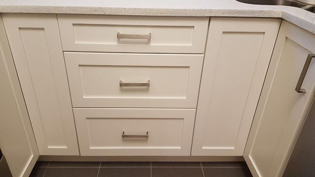 Cabinet painting- kitchen makeover- kitchen cabinets- kitchen reno