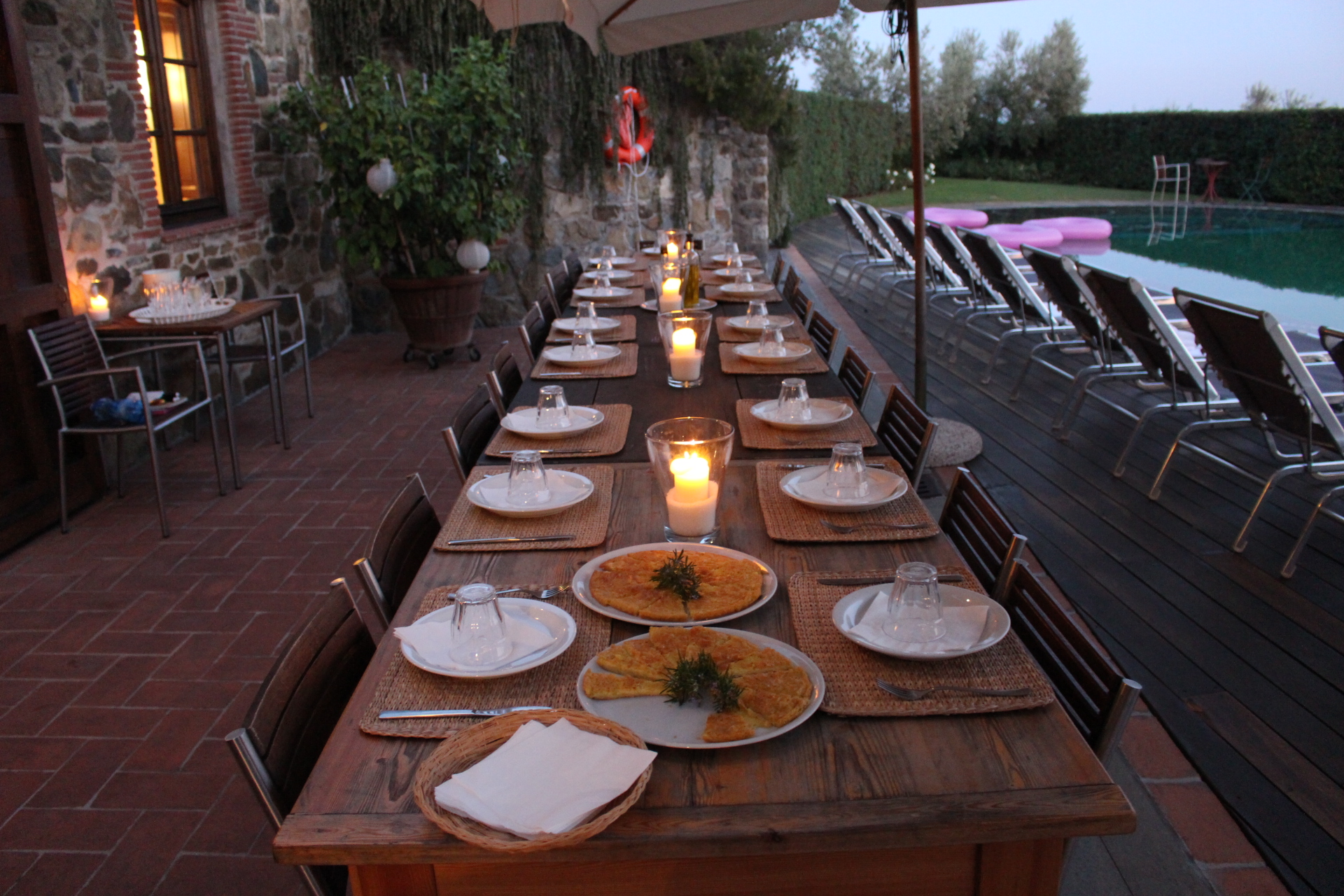 Dinner table - AL Fresco Dining.JPG