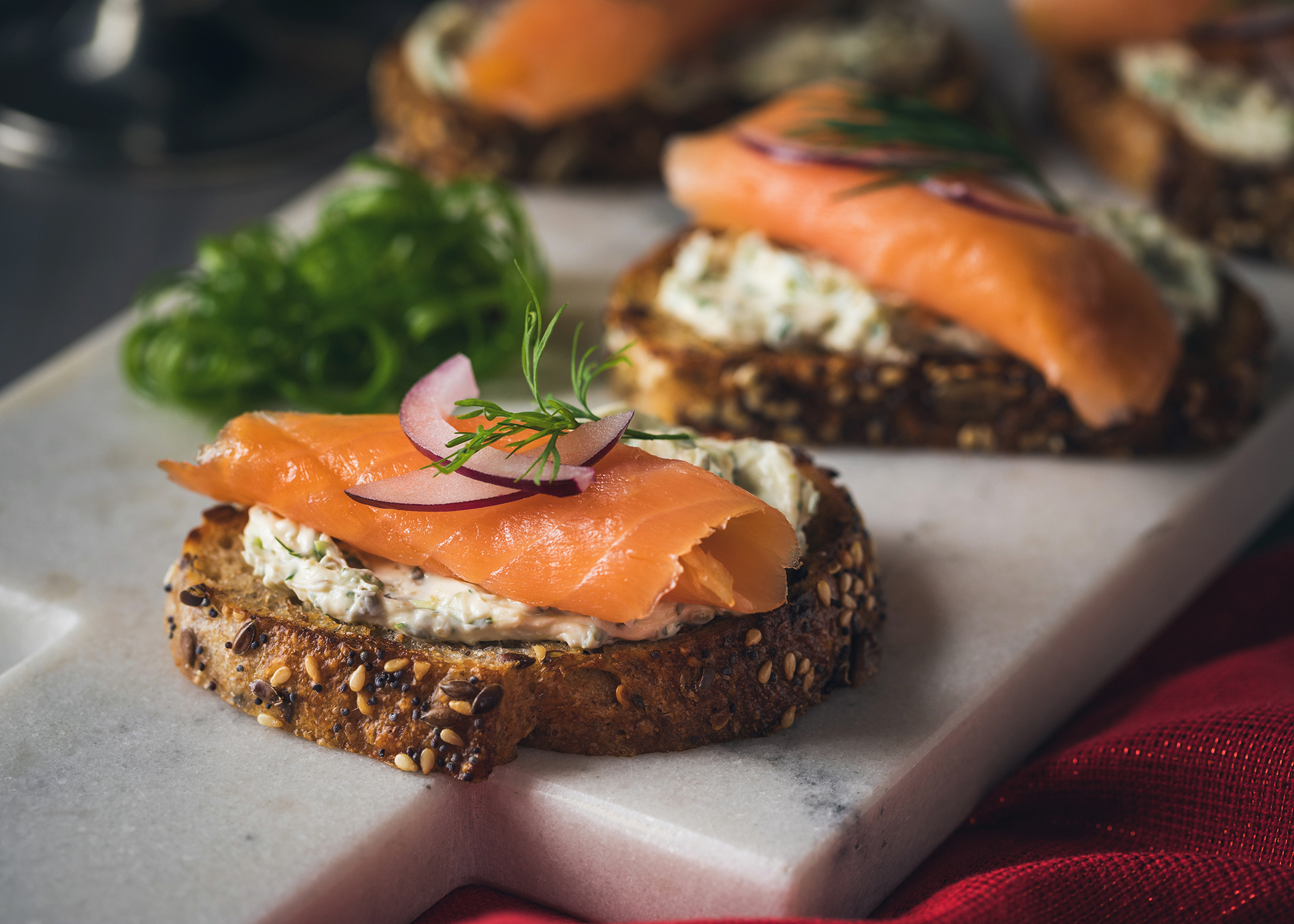Smoked_Salmon_With_Scallion_Cream_Cheese_Mini_Toasts_006_MWG.jpg