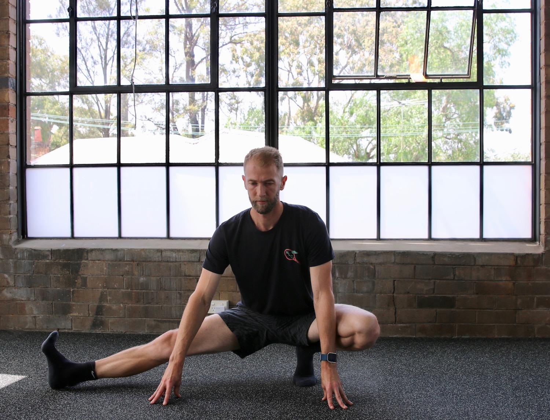 cossack-squat-1.jpg