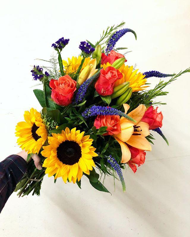 🌻 🌻 🌻  #sunflowers #orange #orangerose #victoriaflowers #statice #summerflowers #summer #bouquet #bouquetofflowers #flower #flowerideas #flower_daily #giftideas #giftsforher #giftsforhim #sfflorist #laflorist #weship #wedeliver #happybirthday #floral #arrangment #florist #floristsofinstagram