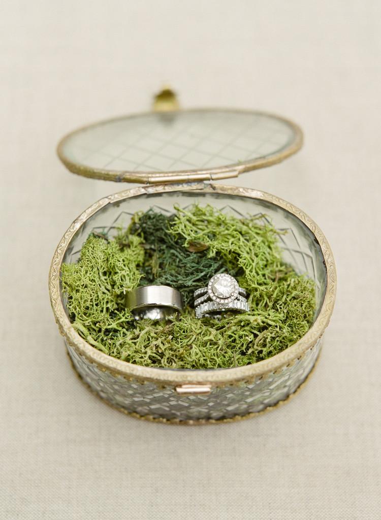 moss-ring-box-castle-hotel-wedding-tarrytown-ny-750x1024.jpg