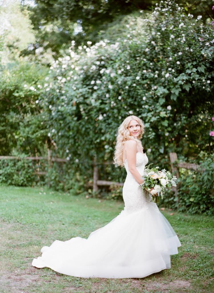garden-bridal-photos-castle-hotel-wedding-tarrytown-ny-750x1024.jpg
