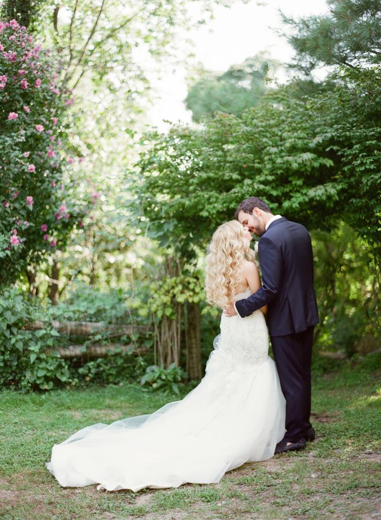 intimate-wedding-photos-castle-hotel-wedding-tarrytown-ny-750x1024.jpg