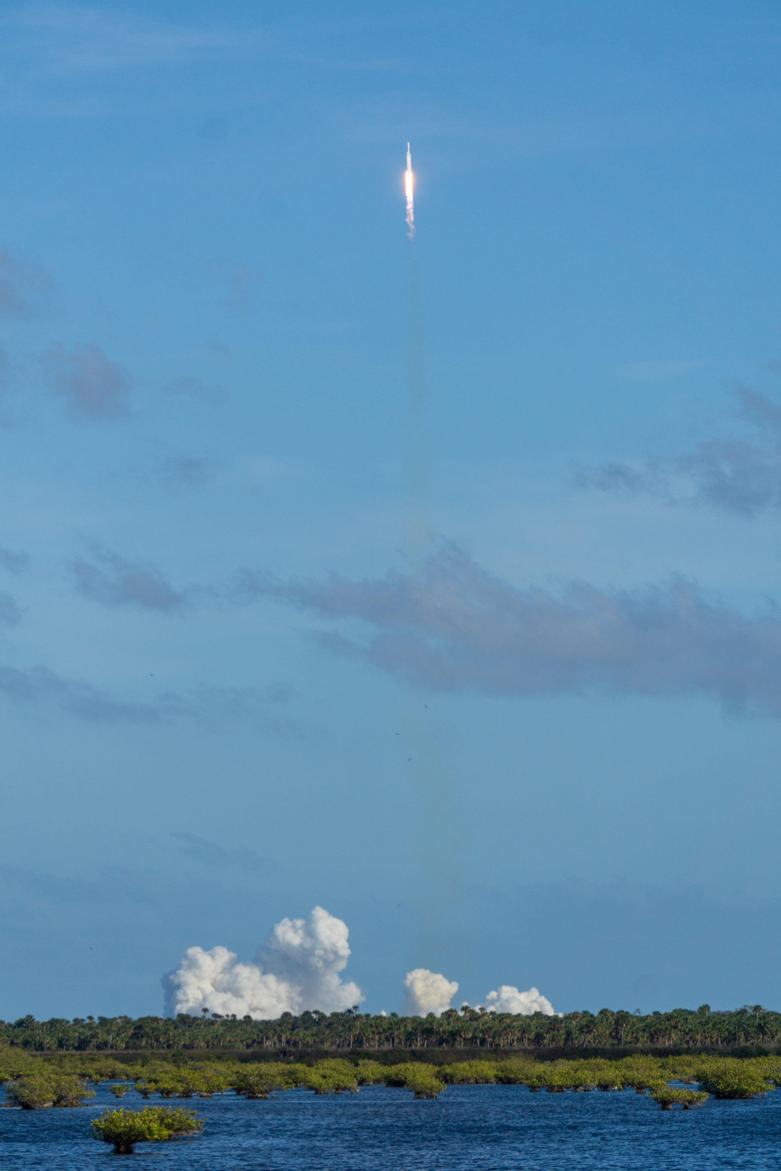 SpaceX Falcon Heavy First Launch 0022 2018-02-06.jpg