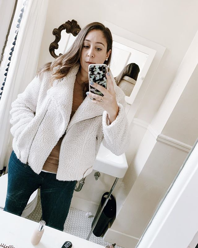 Rainy day selfie just trying to stay warm amongst the showers outside. This sherpa jacket from @astrthelabel is seriously warm. Are you guys in hibernation mode too?