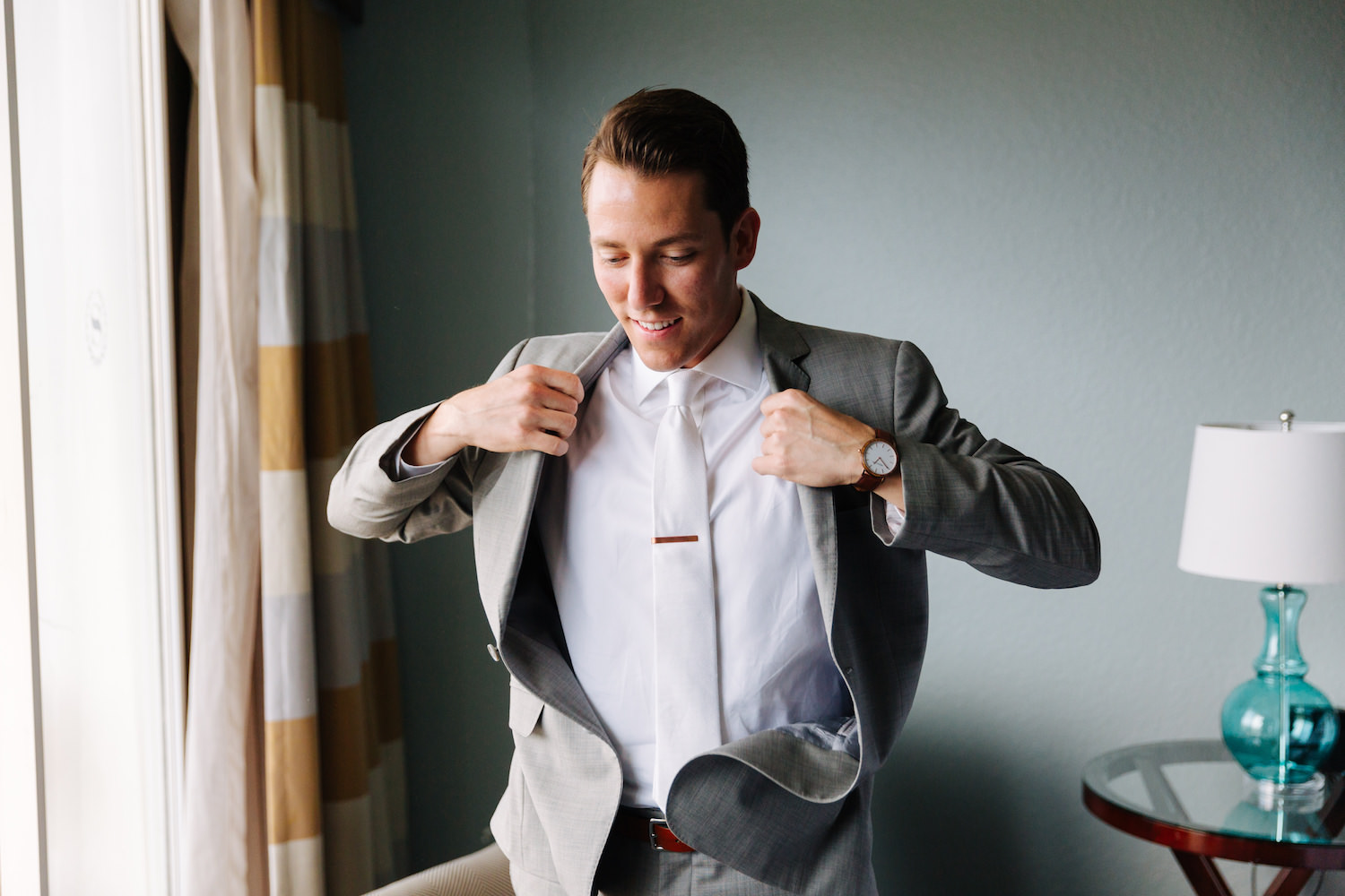 tampa-wedding-groom-getting-ready-jake-and-katie-photography