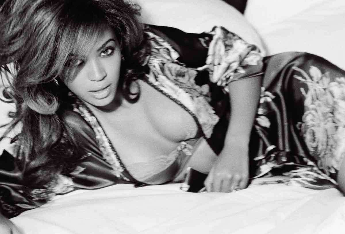 Beyonce-GIANT-1200-on-bed.jpg