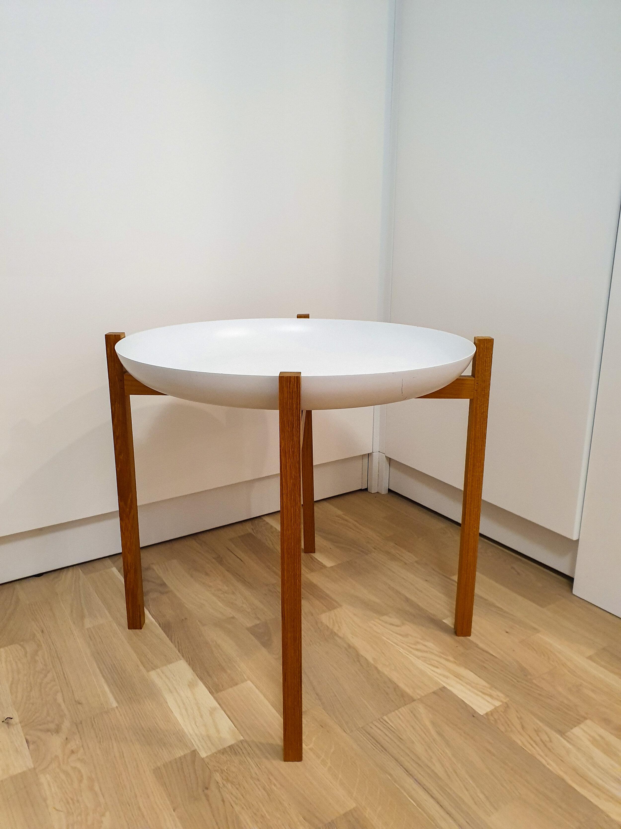 Design House Stockholm - Tablo Tray Table - Ensimmäinen torilöytä oli Design House Stockholm - Tablo Tray TableOstohinta 100€Aikaisemmalle omistajalle se ei enää ollut käytännöllinen pienen vauvan kanssa.
