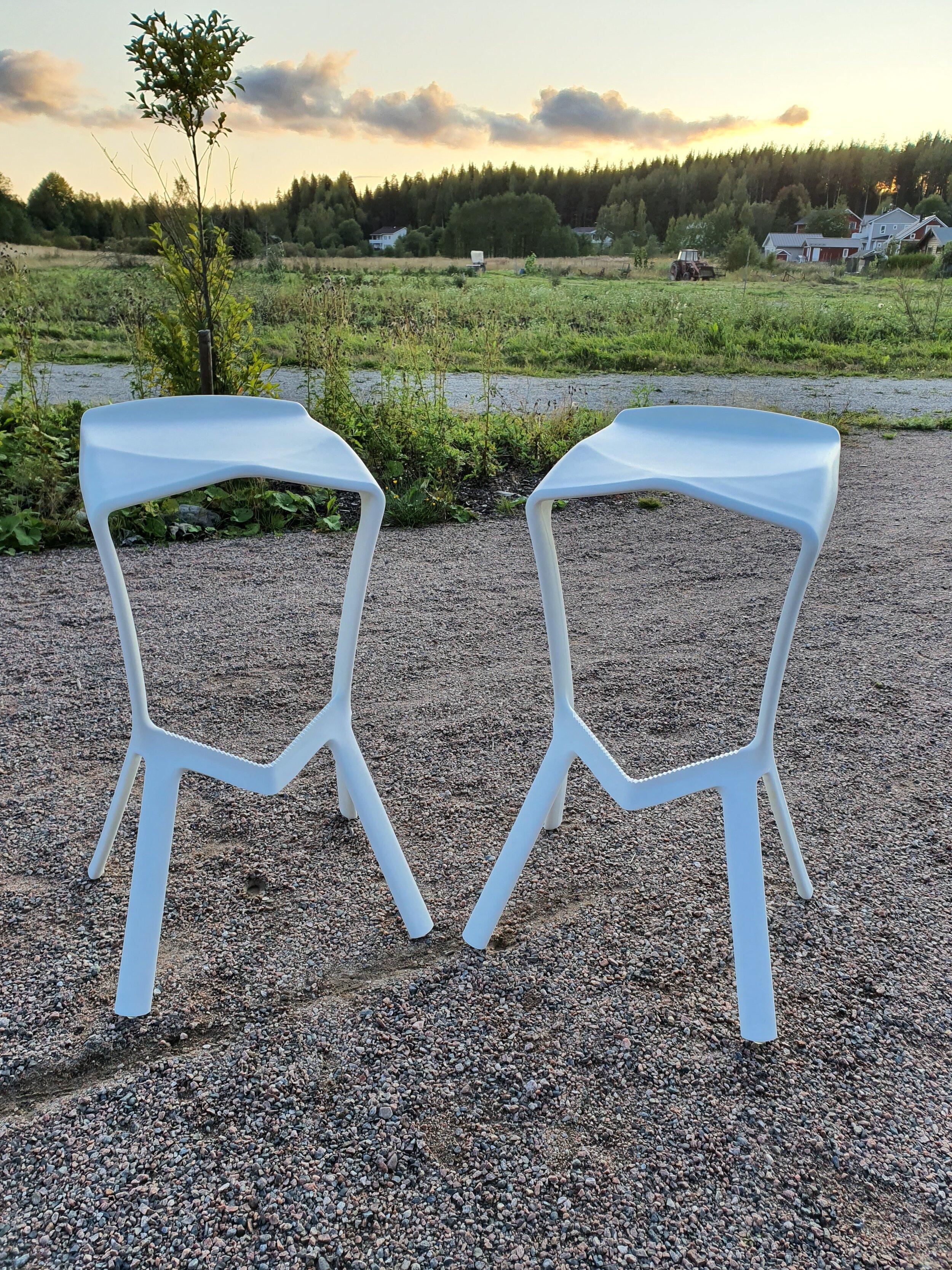 Tuolit - Kolmas torilöytö olivat baarituolit.Ostohinta 50€Edellinen omistaja oli ostanut tuolit nettikaupasta, mutta ne olivat liian korkeat uuteen kotiin.