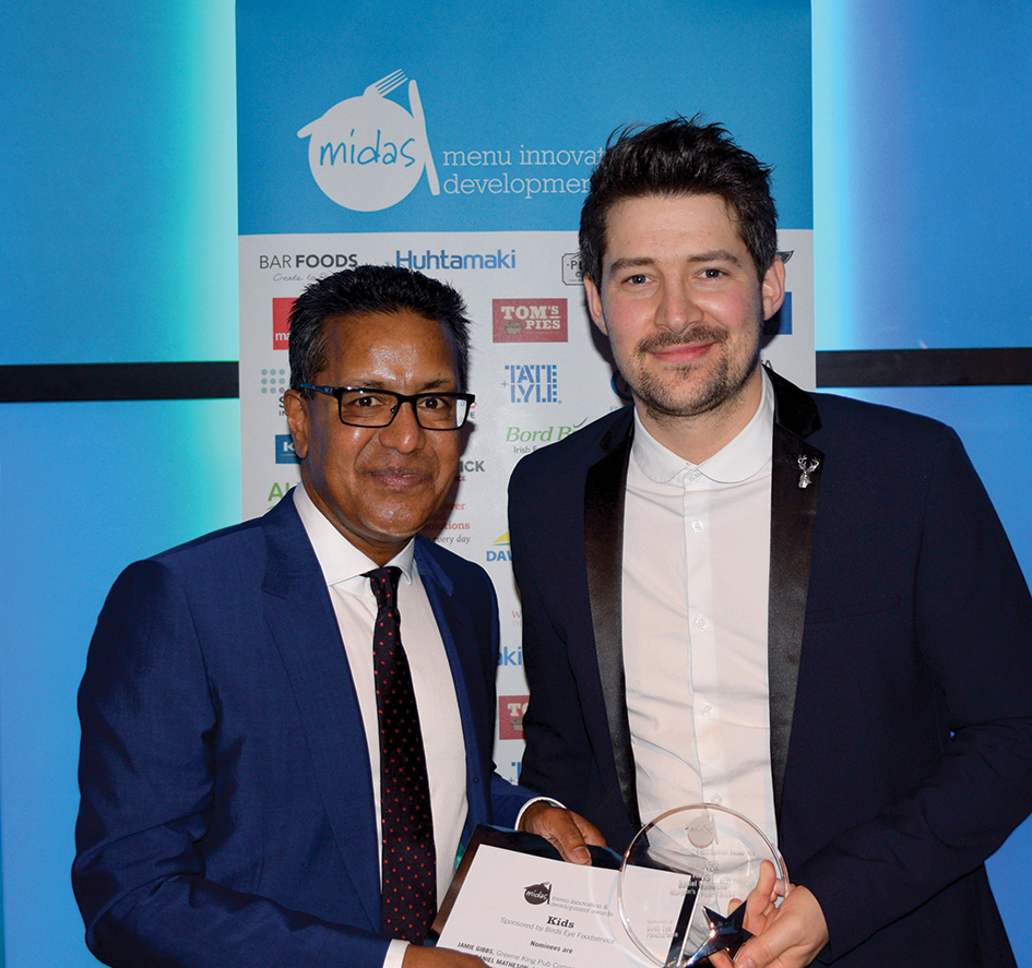 Winner Daniel Matheson (right) from Marston's Inns and Taverns for Food Factory with Gulam Uddin from Birds Eye Foodservice