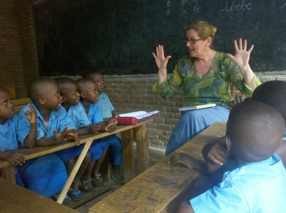 Being taught to count by clever tri-lingual Burundian pre-schoolers.    PHOTO: Moïse Nibitanga, Musaga, Burundi - 2015.