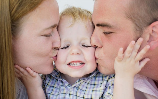 child-parents_2101408b.jpg