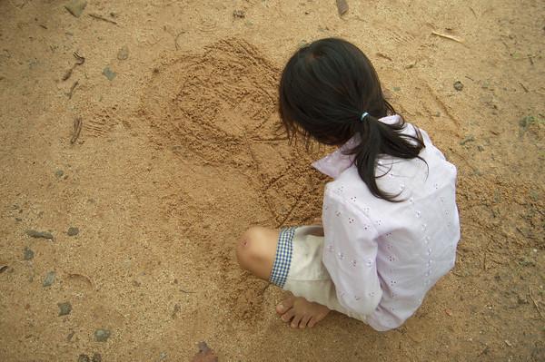 STOCK girl drawingin dirt.jpg