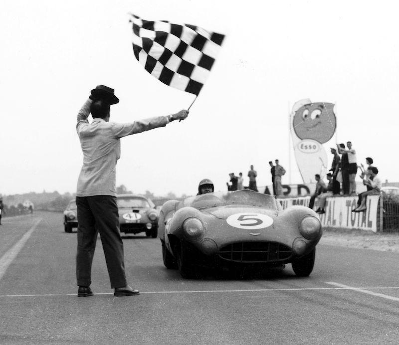 Shelby taking the chequered Flag at Le Mans in 1959.