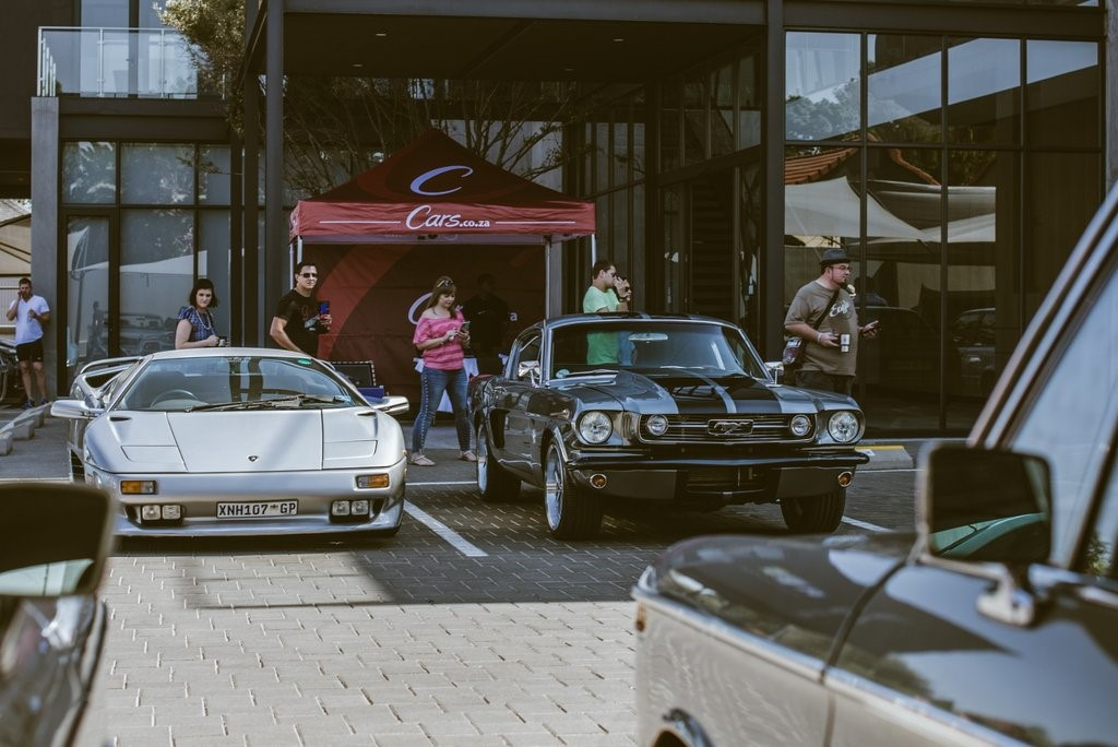 Icons everywhere - Lamborghini Diablo flanks a Ford Mustang.