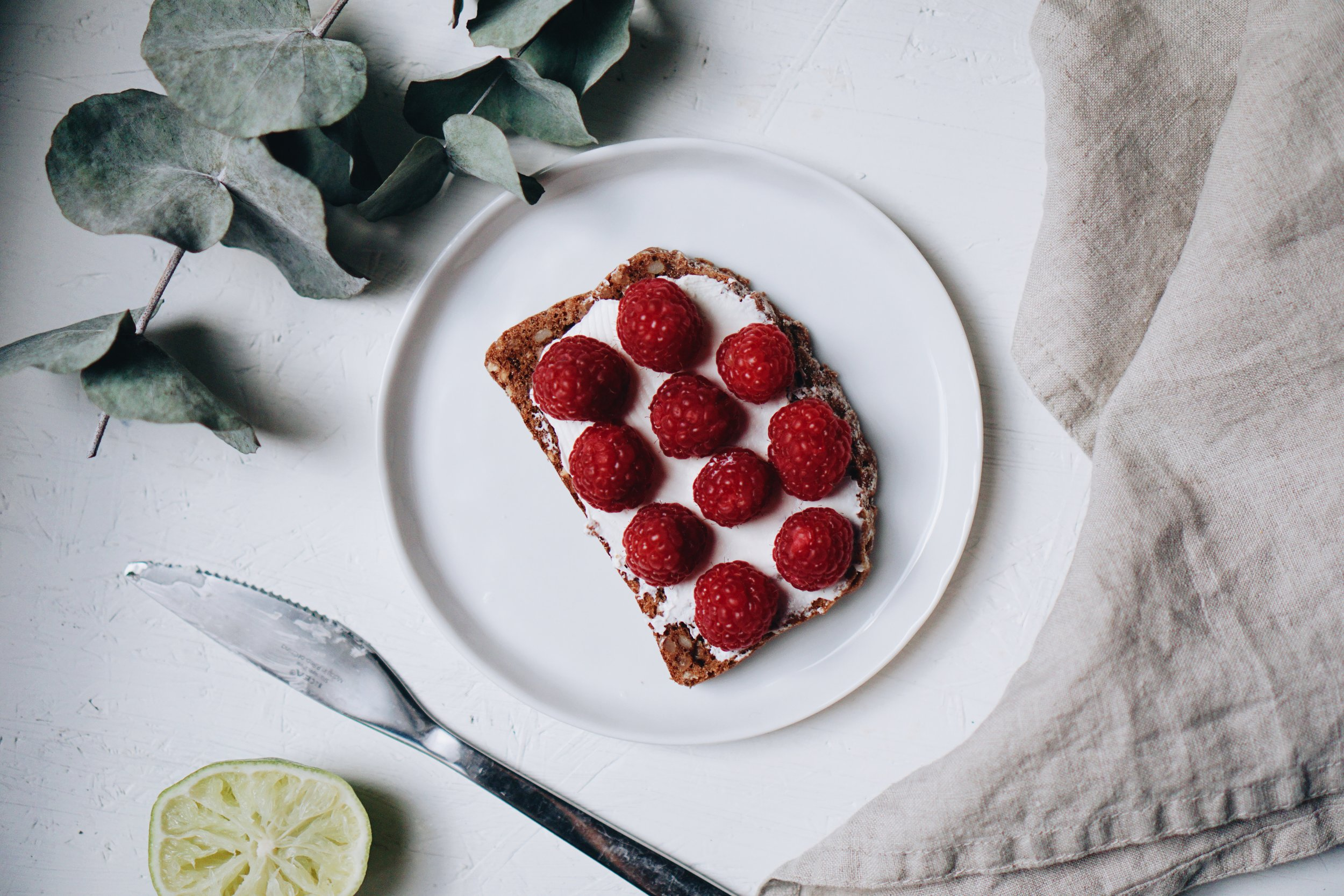 Rye bread with cream cheese and raspberries.