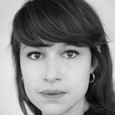 KATHRINE THORBORG JOHANSEN - Er utdannet skuespiller ved KHIO (2009-2013). Hun har tidligere vært fast ansatt ved Trøndelag Teater og Det Norske Teateret og vil være å se i diverse TV- og filmproduksjoner i 2018. Kathrine vil jobbe med jentene tett opp mot visning.