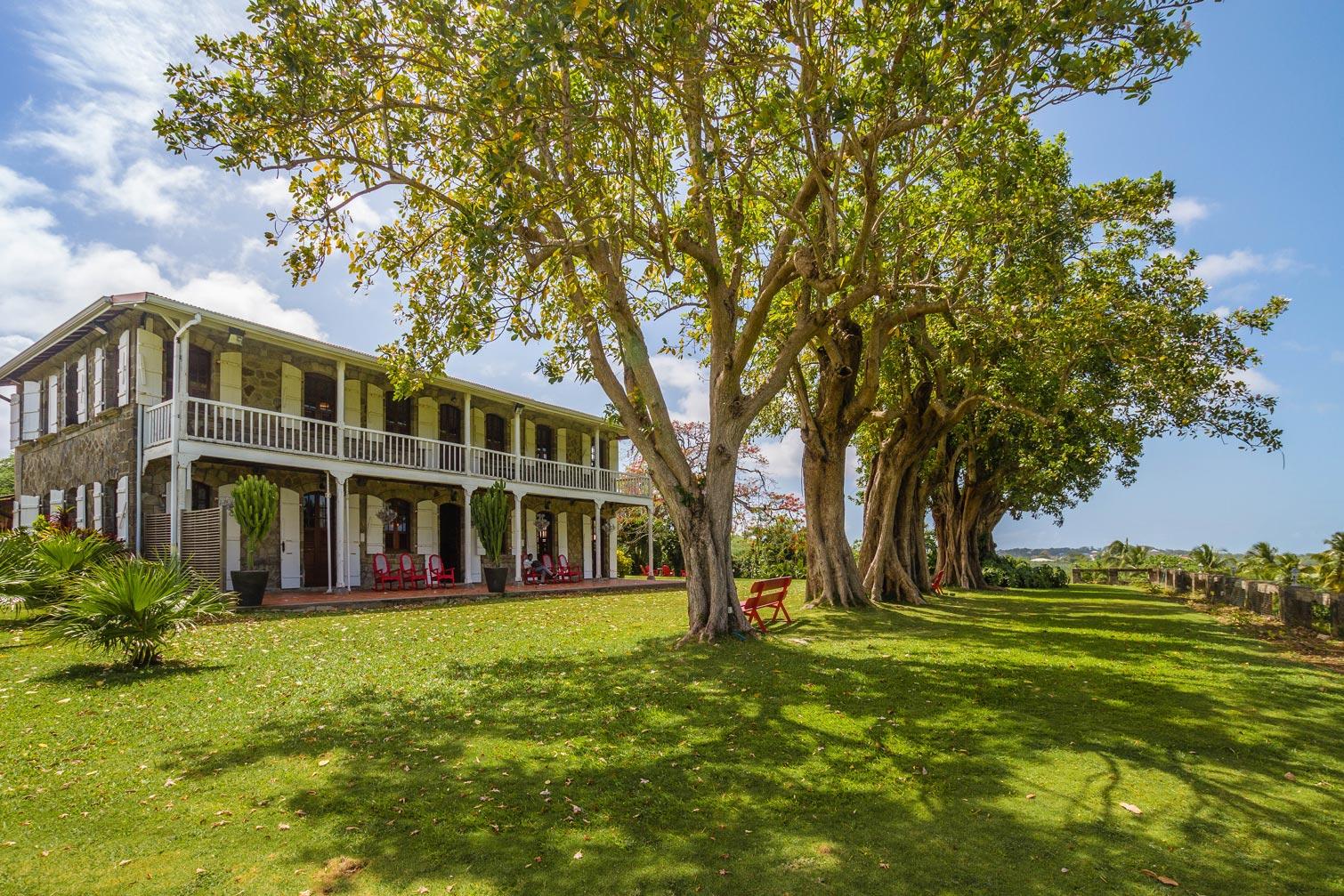 martinique, habitation du simon : maison creole et jardin