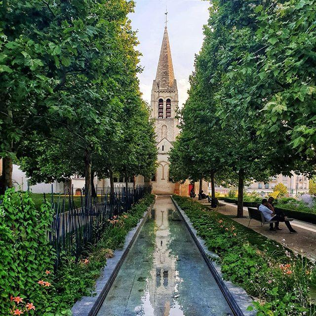 Église Saint-Rémi à Maisons-Alfort ----------------------- #topfrancephoto#parisjetaime#topparisphoto#paris_focus_on #banlieue #paris_tourisme#paris_enthusiasts#loves_paris#france4dreams#seemyparis#parisvisuals#prettycityparis#theprettycities#communityfirst#parislovers#pariscartepostale#vivreparis#wonderlustparis#TraverseFrance#unlimitedparis#wonderlustparis#ig_france#bns_paris#prettylittletrips #church #eglise #reflection