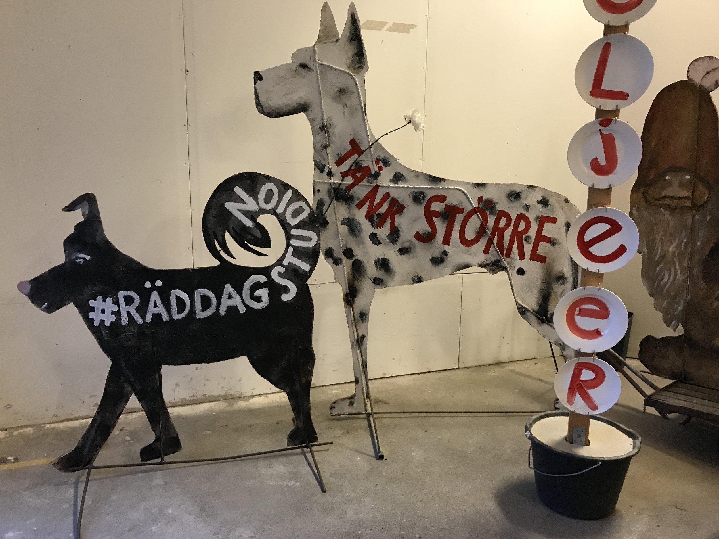 Protesthundar.JPG